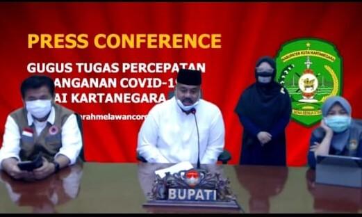 Bupati Kutai Kartanegara, Edi Damansyah, mengadakan Press Conference Update Kasus COVID-19 di Kabupaten Kutai Kartanegara