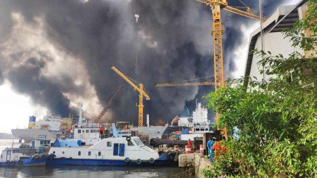 Kebakaran di galangan kapal Pelindo belawan