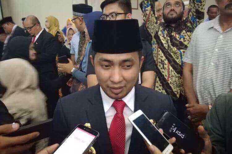 Nama Bupati Penajam Paser (PPU), Kalimantan Timur, Abdul Gafur Masud, Dia diisukan membeli Pulau Malamber di Sulawesi Barat (Sulbar) seharga Rp 2 miliar