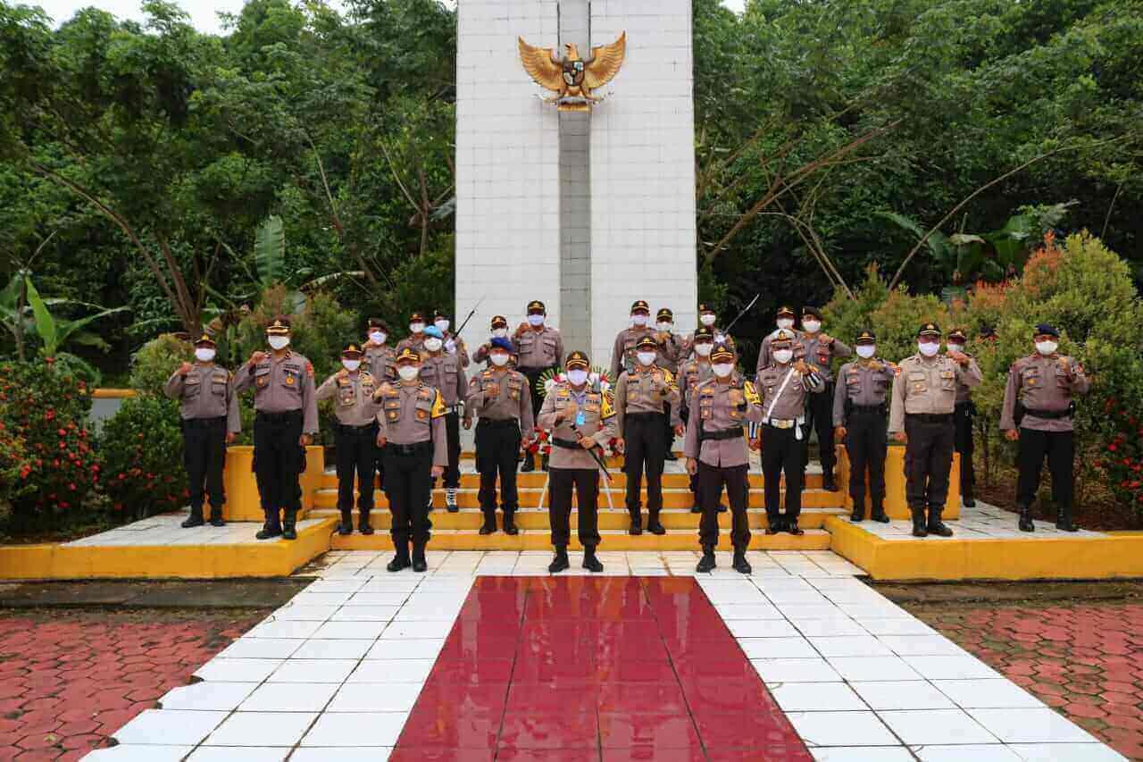rangkaian peringatan Hari Jadi Bhayangkara ke-74, Polres Berau melaksanakan ziarah di Taman Makam Pahlawan Wijaya Kusuma