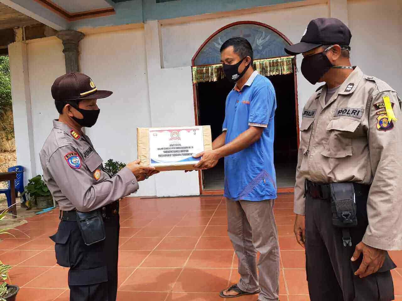Polres Berau Rayakan HUT Bhayangkara dengan aksi sosial berupa pembagian masker ke tempat ibadah