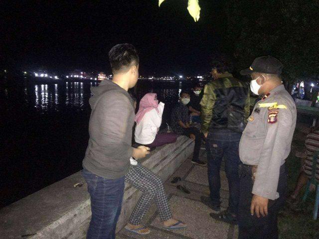 TNI-Polri Patroli Sambil Mengedukasi Warga Soal Covid-19 - Headline Kaltim