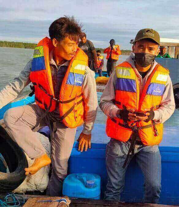 setelah tak kunjung sandar Pihak Keluarga Kru KM Borneo Sempat Upayakan Pencarian pencarian terhadap KM Borneo