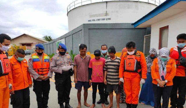 Tiga Kru KM Borneo Disambut Isak Tangis Keluarga - headlinekaltim.co