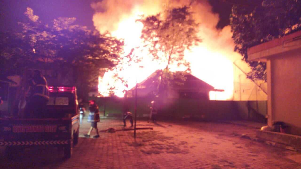 Api Amuk Permukiman Padat di Belakang Stadion Barat GOR Segiri