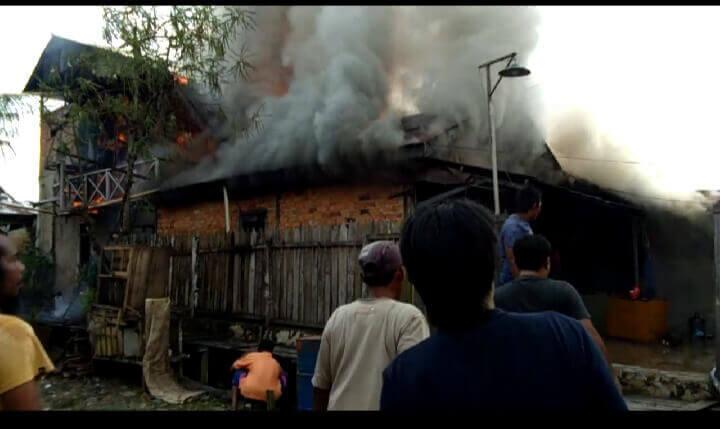 Kebakaran Lagi, Rumah dan Bangsalan Dua Pintu Ludes - kebakaran gang buntu