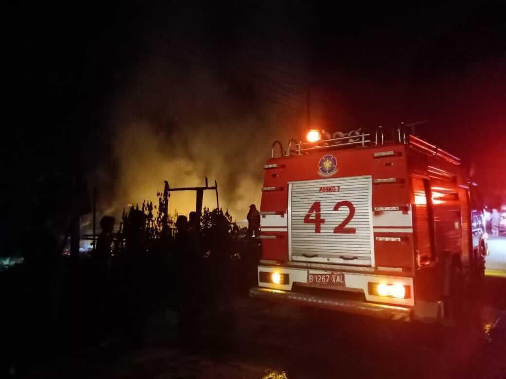 Rumah Kosong di Poros Samarinda-Bontang Ludes Terbakar - headlinekaltim.co