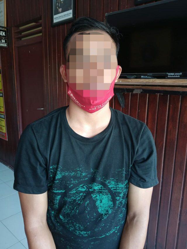warga Muara Wahau Kabupaten Kutai Timur. RA diamankan lantaran dicurigai mengangkut bahan bakar minyak (BBM) jenis bensin tanpa perizinan usaha