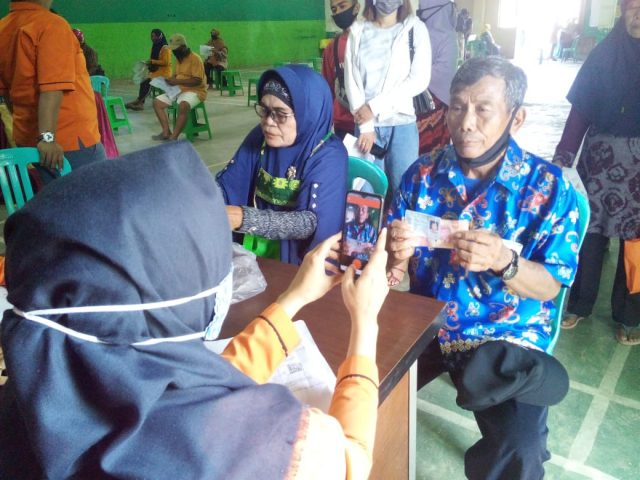 Sebanyak 1.450 Warga Kecamatan Palaran Terima Dana BLT