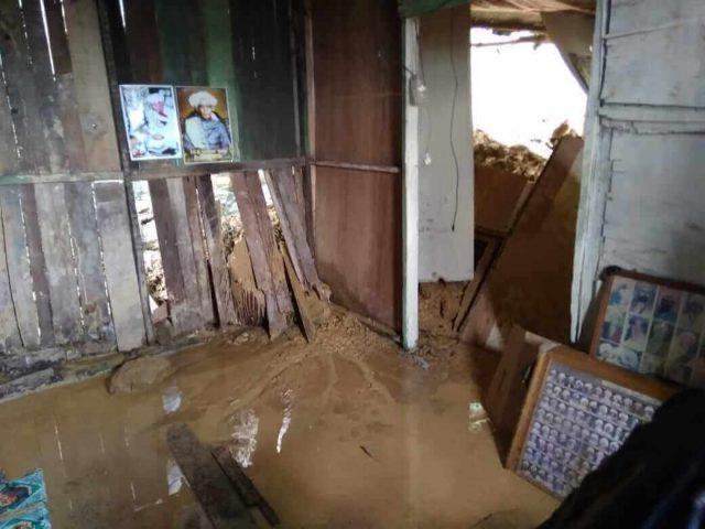 1 Rumah Diterjang Longsoran Batu, Ratusan Warga di Bukit Steling Cemas - headlinekaltim.co