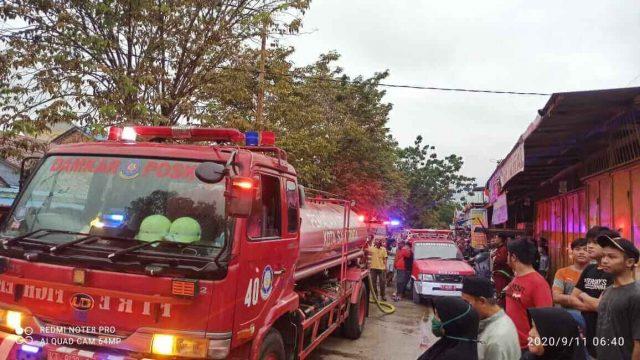 Api Mengamuk di Bengkuring Raya Saat Hujan, 3 Bangunan Ludes - headlinekaltim.co
