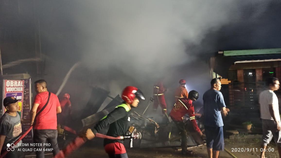 Api Mengamuk di Bengkuring Raya Saat Hujan, 3 Bangunan Ludes