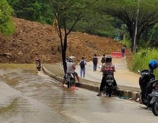 Jalur di Mangkupalas ke Palaran Tertutup Longsor - headlinekaltim.co