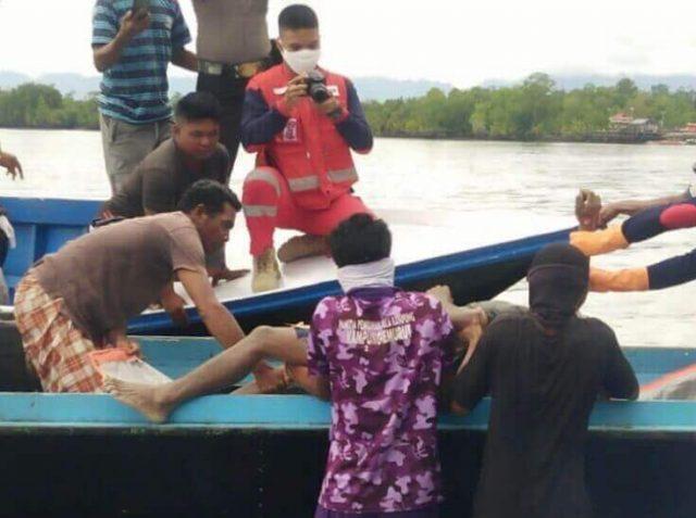 Jasad Awak Kapal Pengangkut Pasir Ditemukan Mengapung - headlinekaltim.co