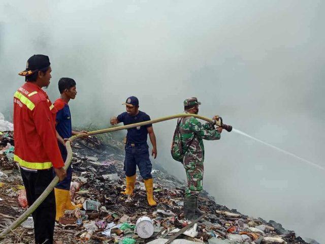 Lahan Terbakar Akibat Pembakaran Ban Bekas - headlinekaltim.co