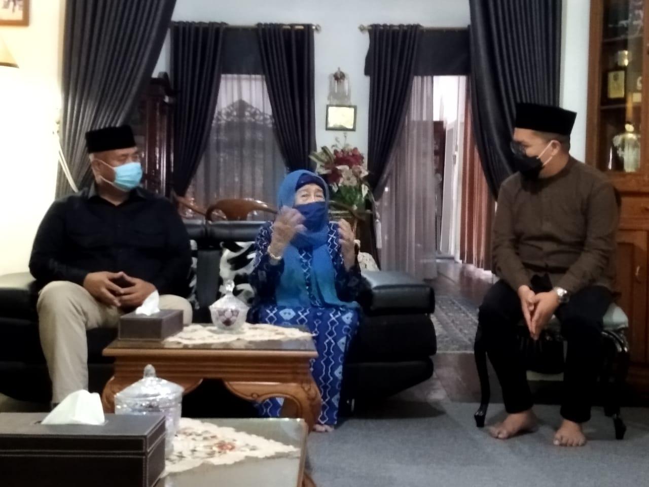 Edi-Rendi Sowan ke Sultan Kutai dan Ibundanya