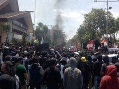 Demo Tolak Omnibus Law Ricuh, Mahasiswa Berlindung di Masjid - headlinekaltim.co