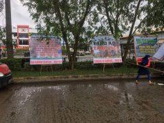 Tak Bisa Demo Tuntut Upah, Buruh Komura Tebar Papan Karangan Bunga
