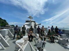 Komandan Guspurla Koarmada II Jamu Pangdam VI dan Wakapolda Kaltim di Geladak KRI I Gusti Ngurah Rai