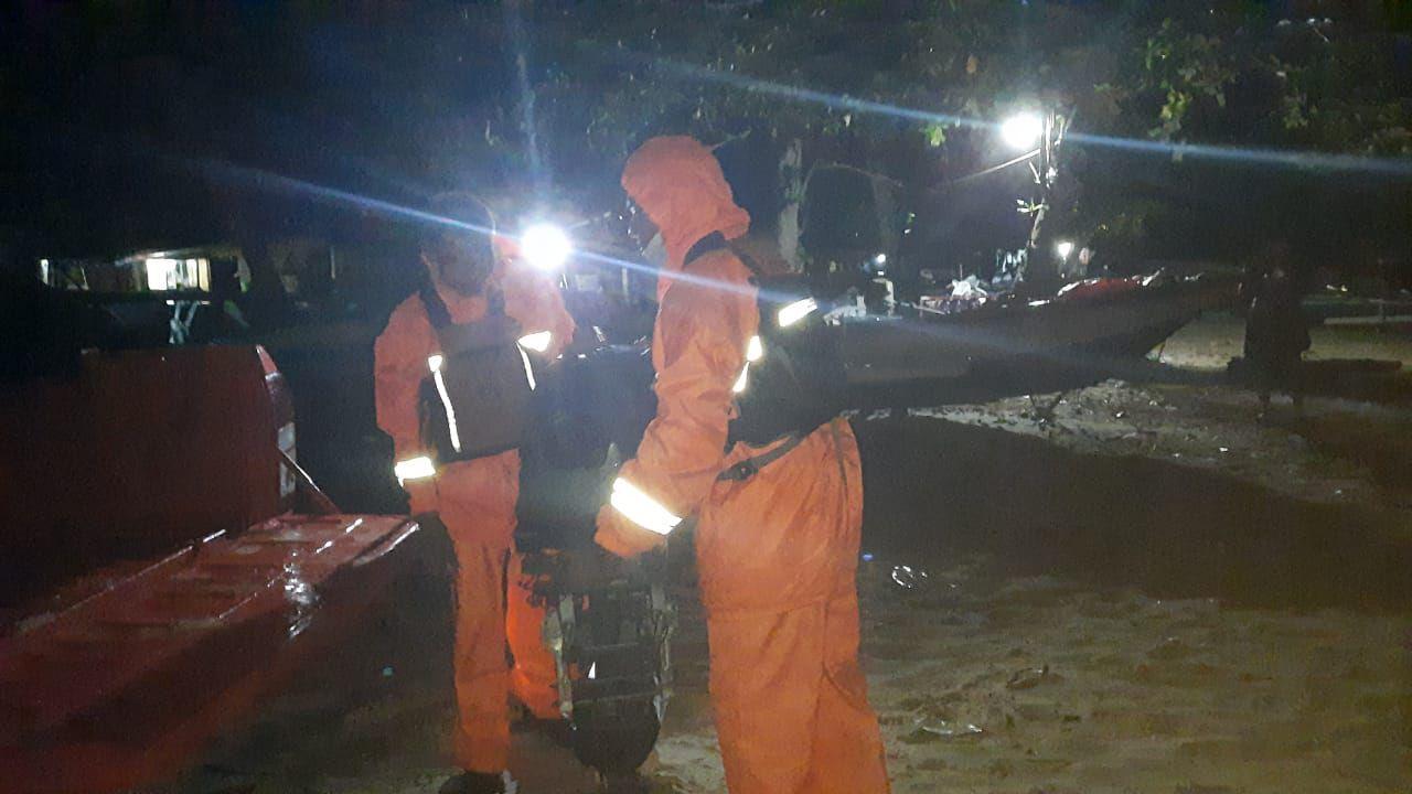 Tim SAR Evakuasi 4 Pemancing yang Terombang-ambing di Laut