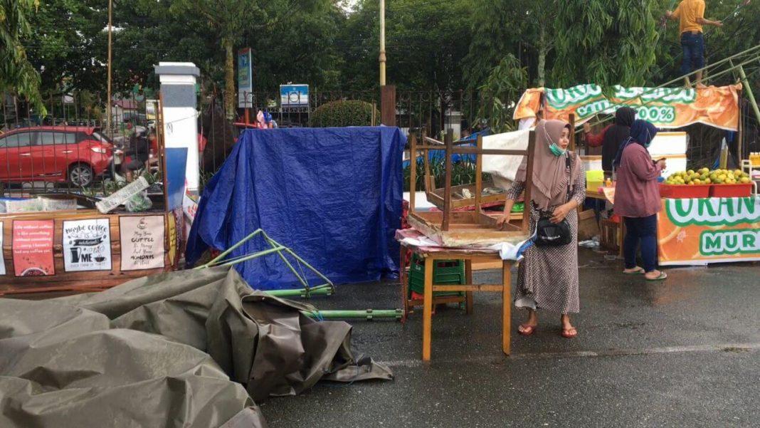 Hujan Deras Disertai Angin Kencang Robohkan 6 Kios Pasar Ramadhan