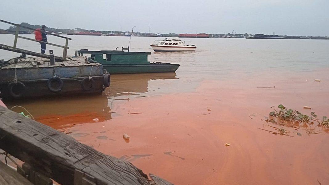 Tumpahan Minyak Terlihat di Mahakam, Kapal Tenggelam Diduga Muat CPO