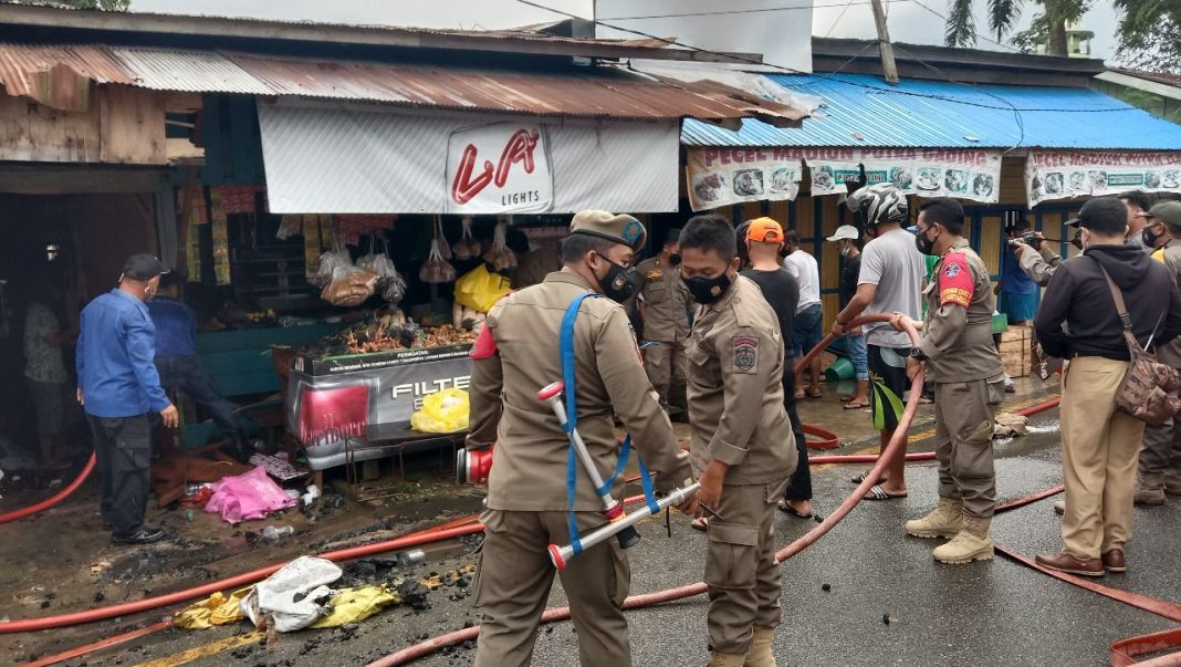 Toko Terbakar, Kaki Melepuh, Angsuran Bank dan Sewa Jadi Beban Janda 4 Anak Ini